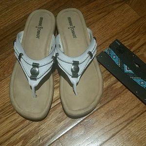 Minnetonka sandals euc size 7